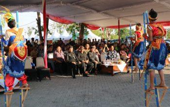 Tampil Memukau, Tarian Egrang Ledokombo Menjadi Pembuka Festival Kuliner APKASI