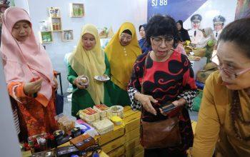 Hari Kedua Festival Kuliner APKASI 2019, Stand DP3AKB Jember Semakin Dipadati Pengunjung