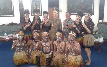 Demi Sukses Penyelenggaraan Porprov Jatim ke VII 2021, Bupati Jember Berkunjung ke Papua
