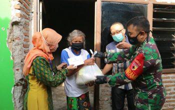 Dari Pintu ke Pintu, Penyaluran Bantuan untuk Masyarakat Terdampak Covid-19