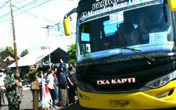 Bupati Jember Berangkatkan 792 Santri Balik ke Pesantren Nurul Jadid Probolinggo