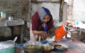 Kurangi Ketergantungan kepada Orang Lain, Pemkab Jember Bantu Lansia dengan Paket Makanan 3 Kali Sehari